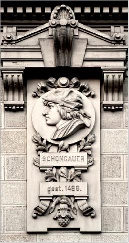 Figure 7 - Médaillon représentant Schongauer (façade sud, en             bas). Dans le programme iconographique, Schongauer représente la             Haute-Alsace.