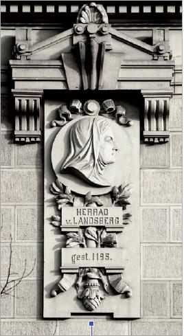 Figure 6 - Médaillon représentant Herrade de Landsberg (façade           sud, en bas), allusion symbolique à l'ancienne bibliothèque de la           ville.