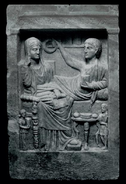 Figure 3 – Stèle funéraire de marbre.             D'après G.Koch, Roman Funerary Sculpture. Catalogue of the             Collections. The Paul Getty Museum, Malibu (California), 1988,             n33, p.93